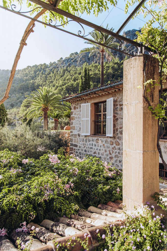 avenue-soller-valley-exterior-flowers-new