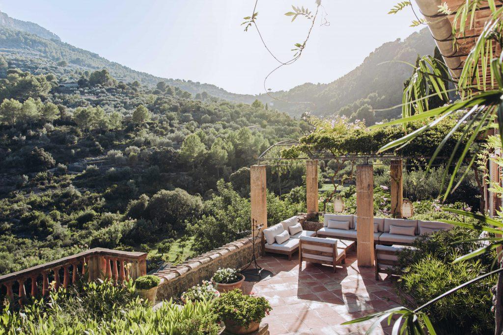 avenue-soller-valley-outdoor-seating-views