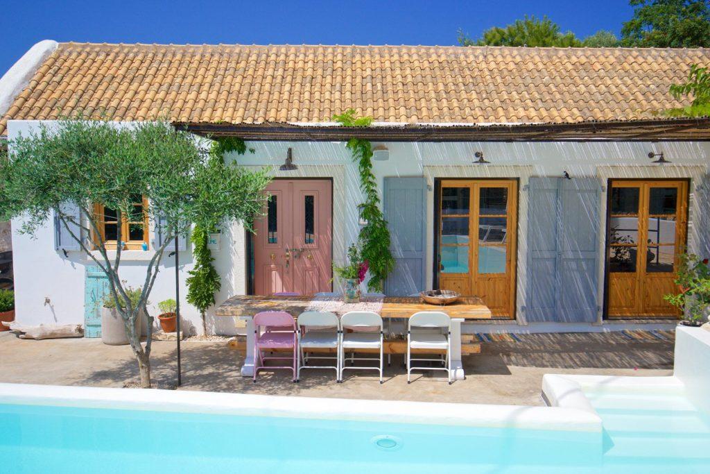 avenue-orchard-cottages-exterior-poolandtables-jpg-jpg
