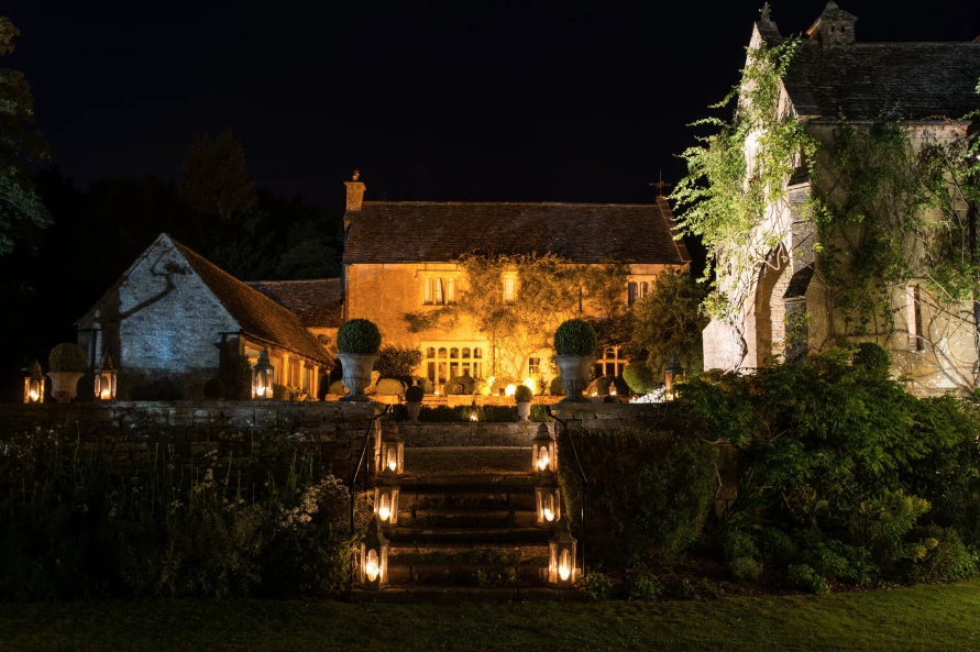 coombe-end-beautiful-interiors-large-countryside-house-with-fireplace-exterior-png-png