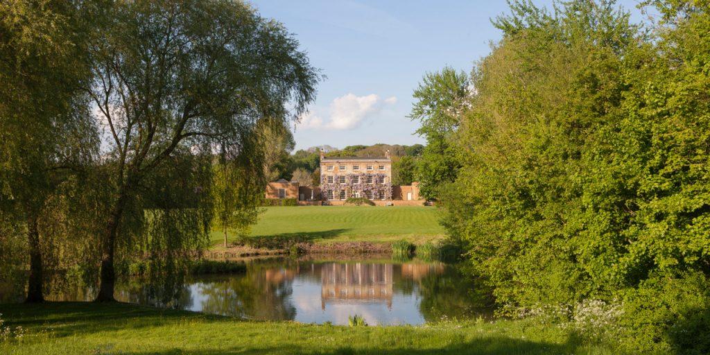 mark-cecil-country-house-lake-garden-grand-traditional-garden-jpeg-jpeg-2