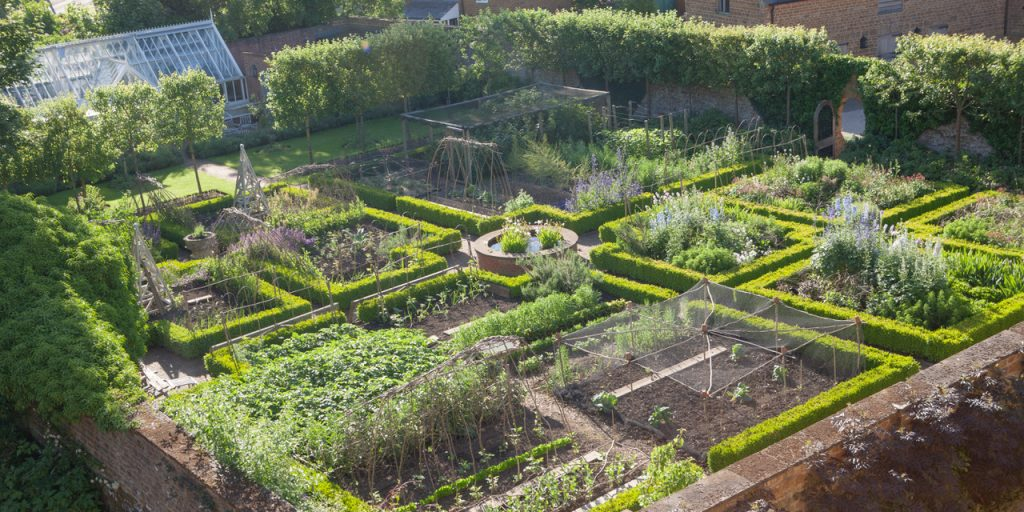 mark-cecil-country-house-lake-garden-grand-traditional-vegpatch-jpeg-jpeg-2