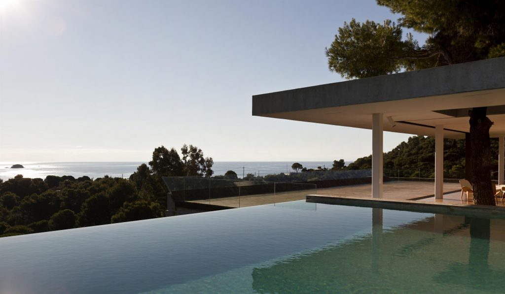 greece-an-iconic-modernist-retreat-surrounded-by-nature-exterior-2162234776160b30ff1ca159-jpg