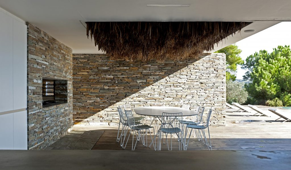 greece-an-iconic-modernist-retreat-surrounded-by-nature-outside-dine-162234778060b31004d54f9-jpg