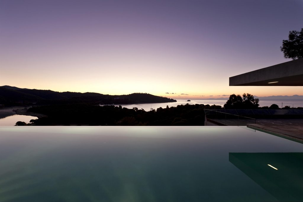 greece-an-iconic-modernist-retreat-surrounded-by-nature-sunset-162234779560b31013b9170-jpg