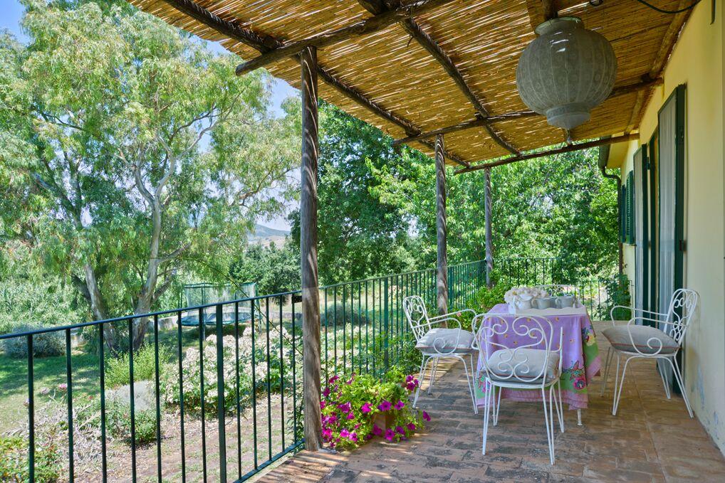 exterior-balcony-garacchio-162235814360b3387f4f1c7-jpg