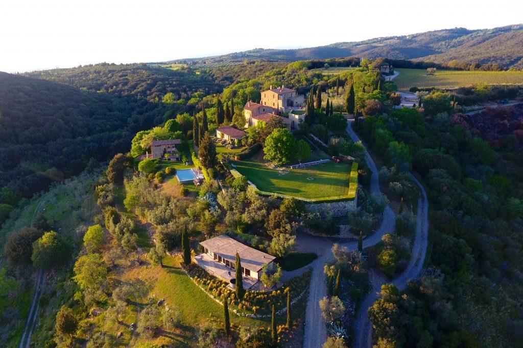 castello-di-vicarello-sky-view-162236237760b349099e514-jpg