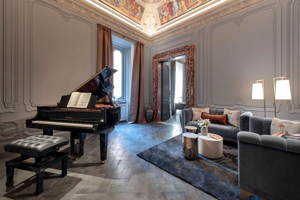 luxury-town-house-rome-bathroom-interior-8162236642560b358d9667d9-jpg