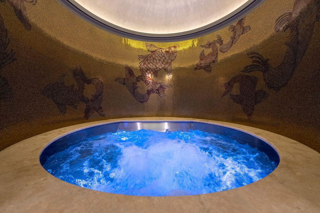 luxury-town-house-rome-jacuzzi162236643260b358e07c464-jpg