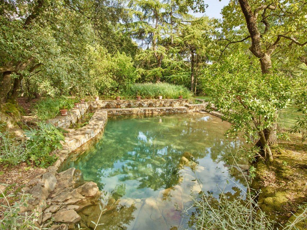 swimming-pool-162236928660b3640658fa1-jpg