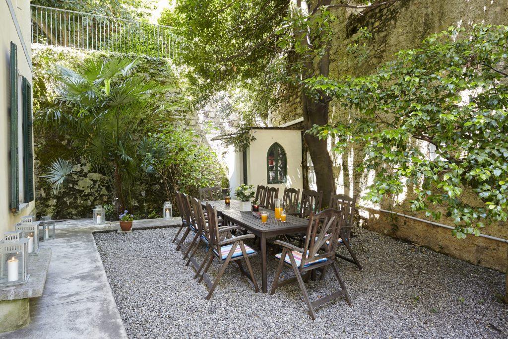 garden-dining162237032460b368140ba5f-jpg