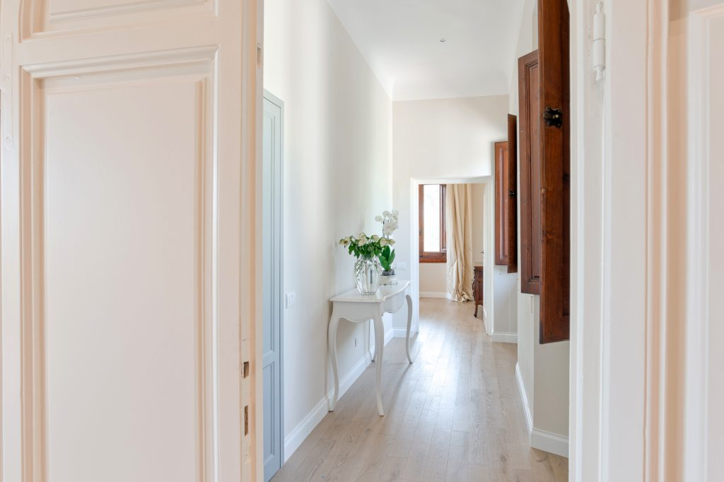 interior-hallway162237034960b3682d25772-jpg