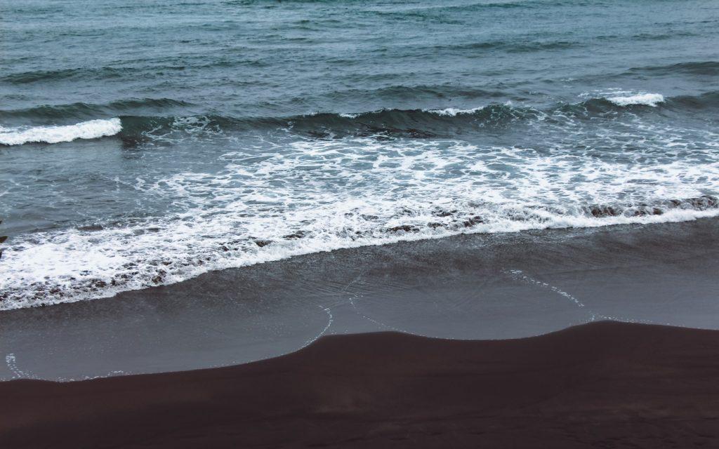 beach-things-to-do-162237254360b370bf56acc-jpg