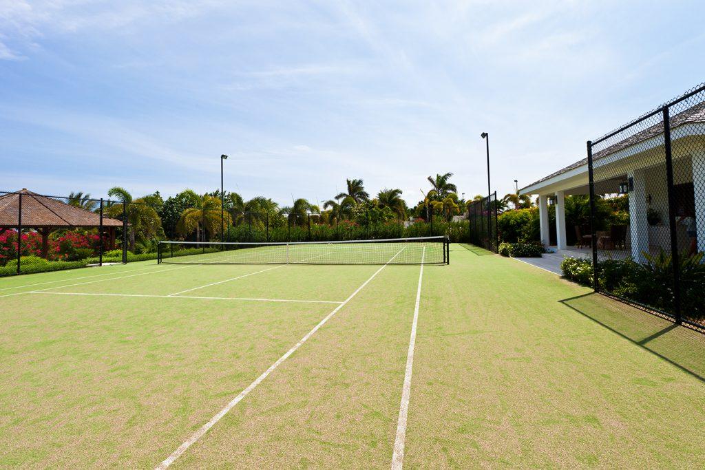 luxury-beach-house-anguilla-le-blue-tennis-court162239357460b3c2e6e69c3-jpg