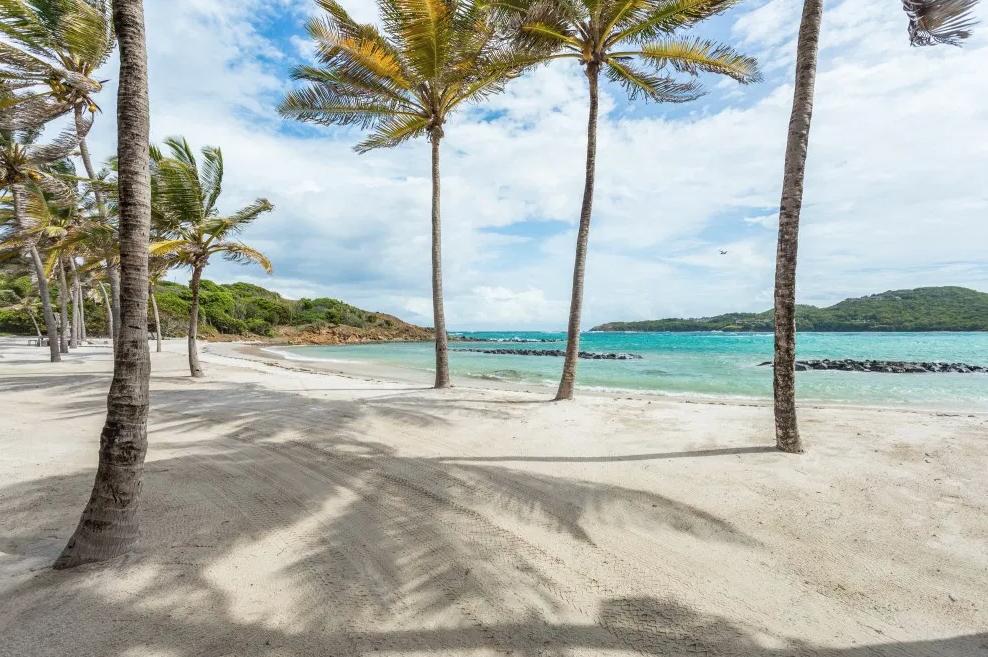 sea-star-luxury-beach-house-beach-162239366660b3c342092a4-png