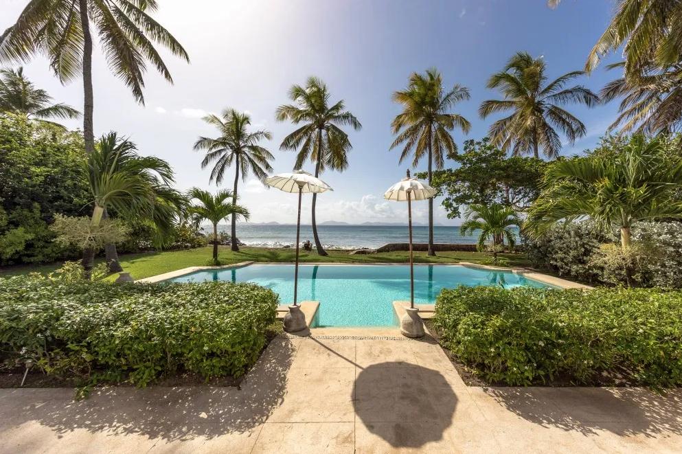 sea-star-luxury-beach-house-pool-2162239367960b3c34fc60e1-png