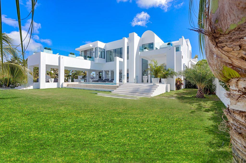 luxury-beach-house-anguilla-162239390060b3c42caf10f-jpg