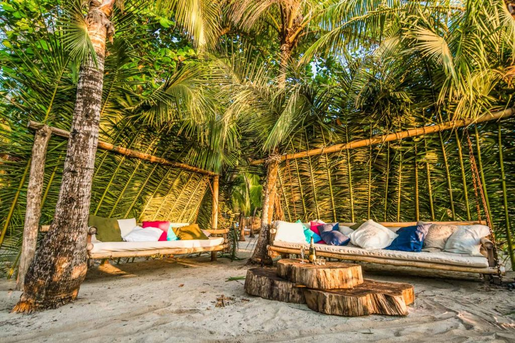 luxury-beach-resort-seating-area162244786260b496f6b8c5d-jpg