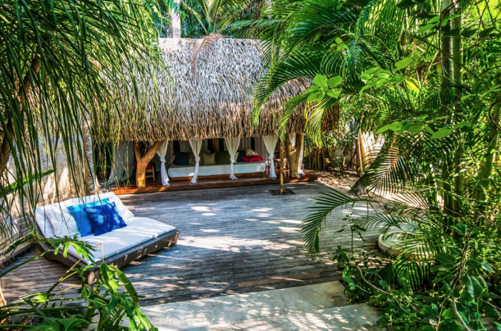 luxury-costa-rican-beach-house-property-image-seating-area162244801660b49790c233b-png