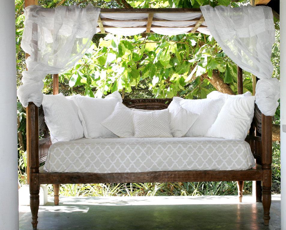 luxury-costa-rican-beach-house-outside-seating-area-1162244808160b497d1e5c6e-jpg