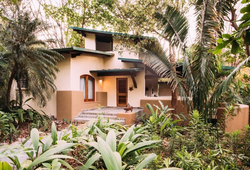 villa-exterior-florblanca162244910460b49bd09ed1b-jpg