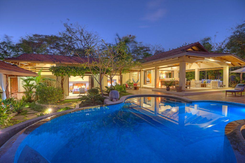 luxury-villa-costa-rica-main-exteiror-1162244922960b49c4dc00e4-jpg