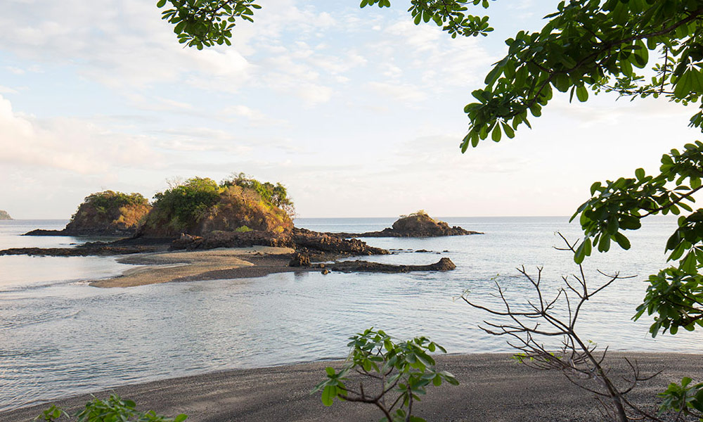 panama-private-ecological-island-crisp-linen-sheets-romantic-getway-beach-view162245332160b4ac499df9f-jpg