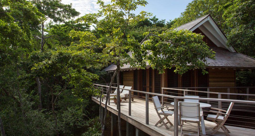 panama-private-ecological-island-crisp-linen-sheets-romantic-getway-exterior-balcony162245332560b4ac4d0e4ac-jpg