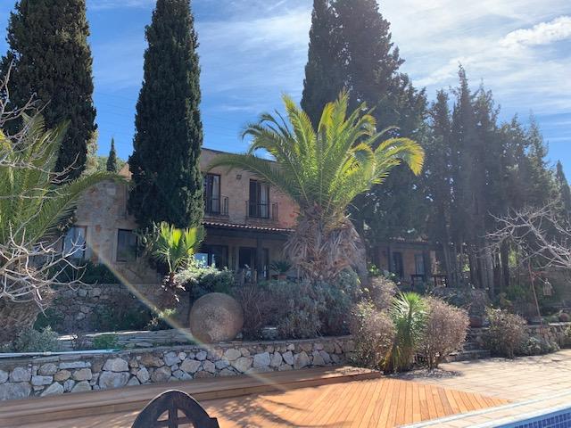 luxury-villa-main-exterior-2162245451460b4b0f2967bf-jpg