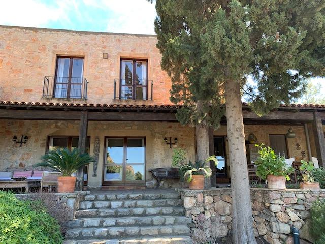 luxury-villa-main-exterior-3162245451560b4b0f378d11-jpg