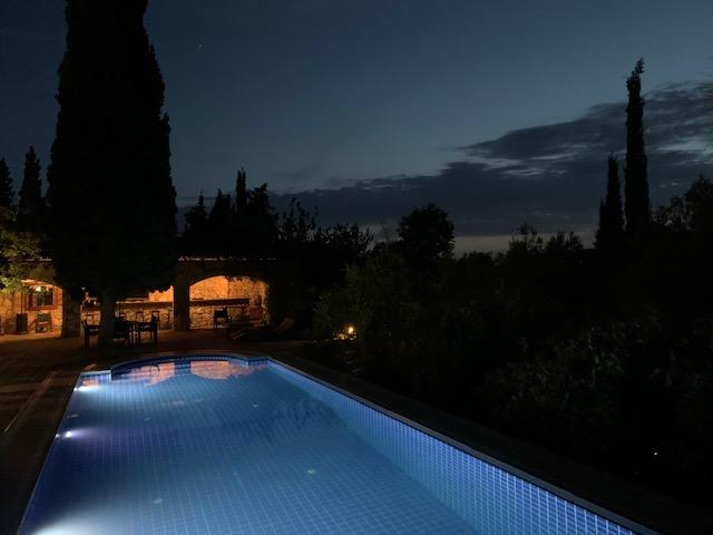 luxury-villa-swimming-pool162245451760b4b0f506382-jpg