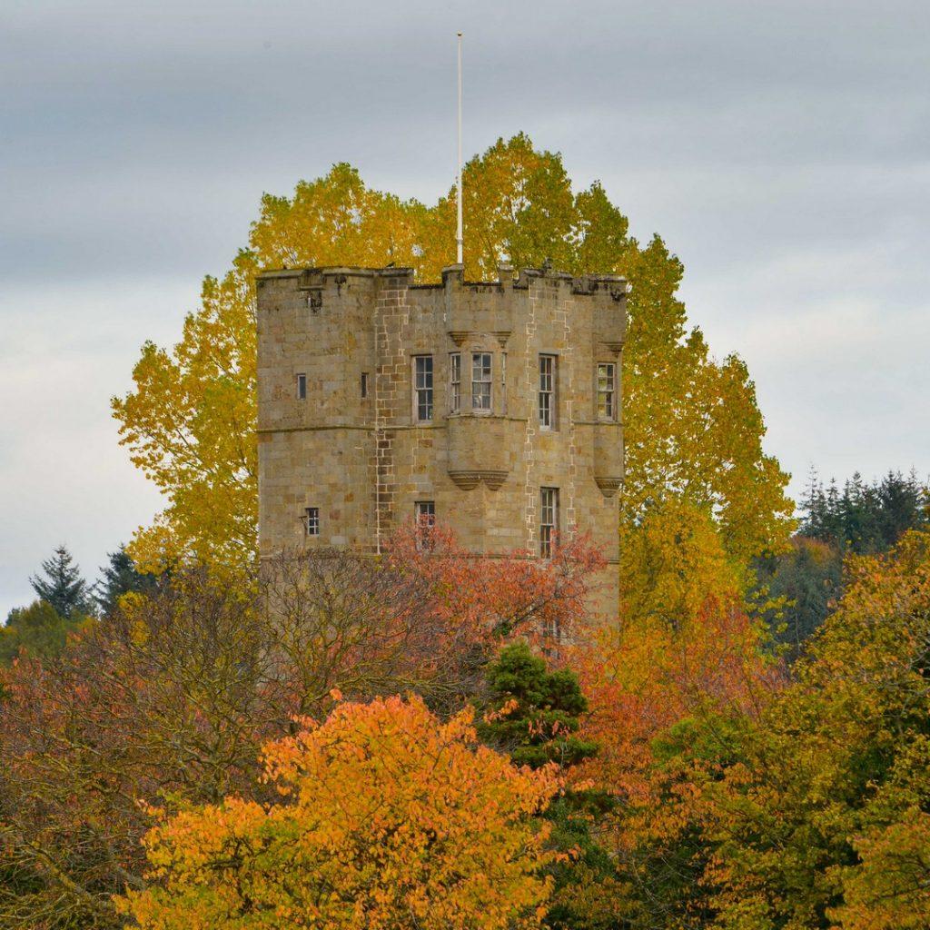gordon-castle-luxury-estate-home-traditional-garden-162254189960b6064b13cec-jpg